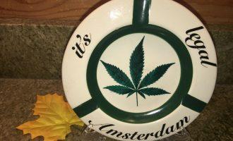"""RARE Vintage Marijuanas IT'S LEGAL Round Ceramic Ashtray 6.25"""" 18"""